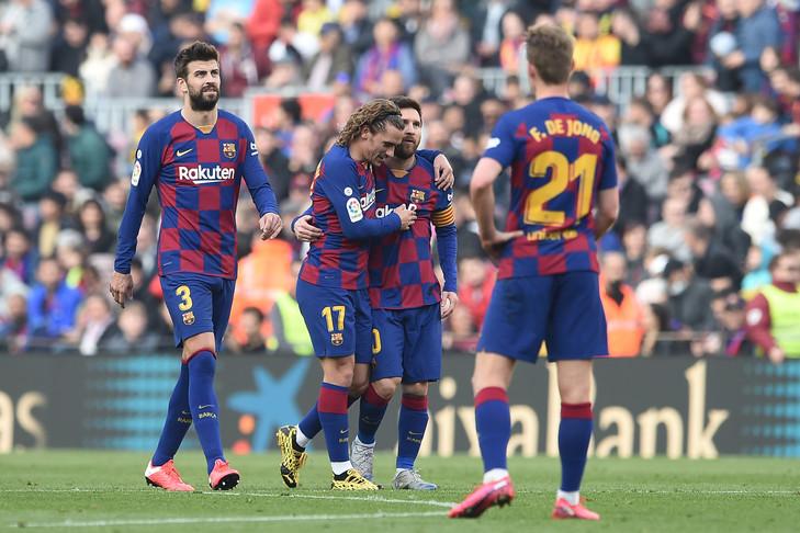 Les joueurs du Barça réduisent leurs salaires de 70%